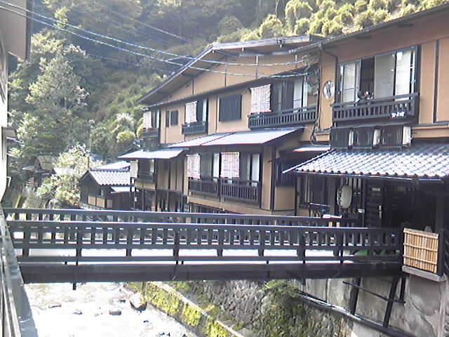 只今 熊本県黒川温泉でグループ展です